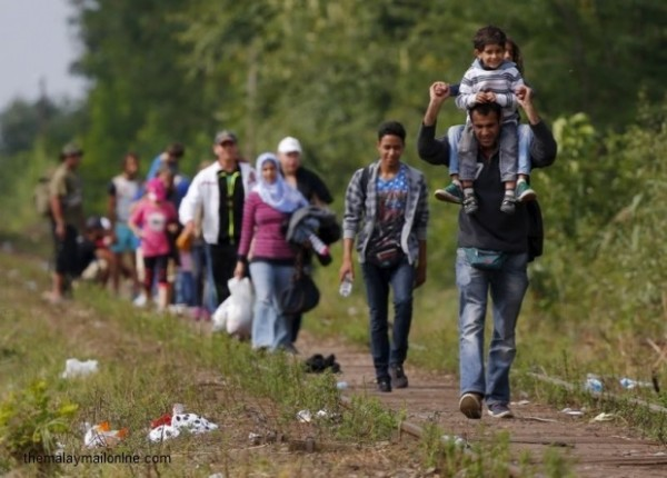 2508-world-syrian_refugees-roszke_620_444_100-600x430