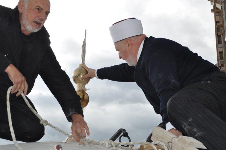 postavljanje-alema-ferhadija-10-2012-1