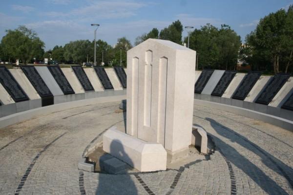 spomenik1-600x399